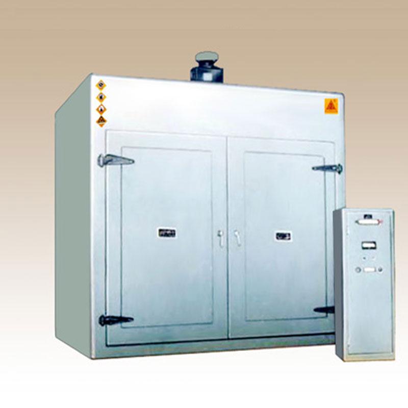 密闭系列电热鼓风干燥箱 电热密闭鼓风干燥箱,广泛应用于油漆和浸渍车间,作油漆涂层表面的干燥处理及一般物品的烘焙、干燥、热处理、消毒、保温等用。特设废气排出管、采用密封式电加热器,箱后设置压力泄放安全门,当工作室内压力过大时能自动开启,以保护设备及试品的安全。DC82型箱内设有轨道,供试品小车出入用。 105B型具有如下性能特点:  采用P.
